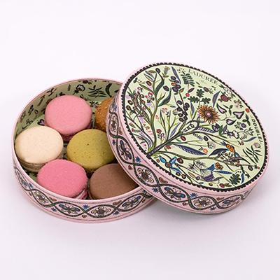 Livraison cadeaux pour la fête des Mères : coffrets de macarons Ladurée